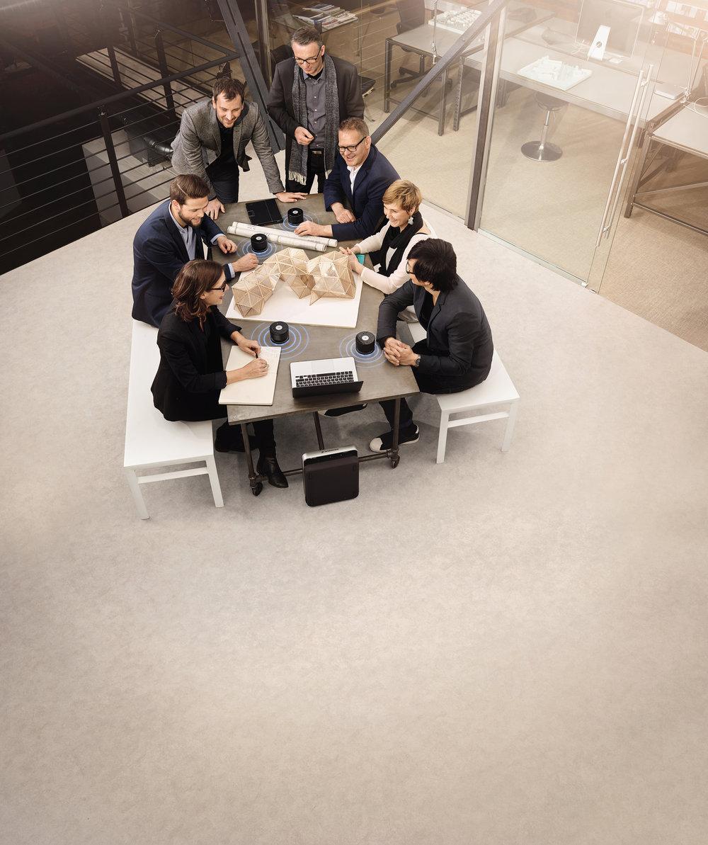 Små och flexibla mötesrum blir allt vanligare, vilket ställer krav på att tekniken ska vara både diskret och mobil.