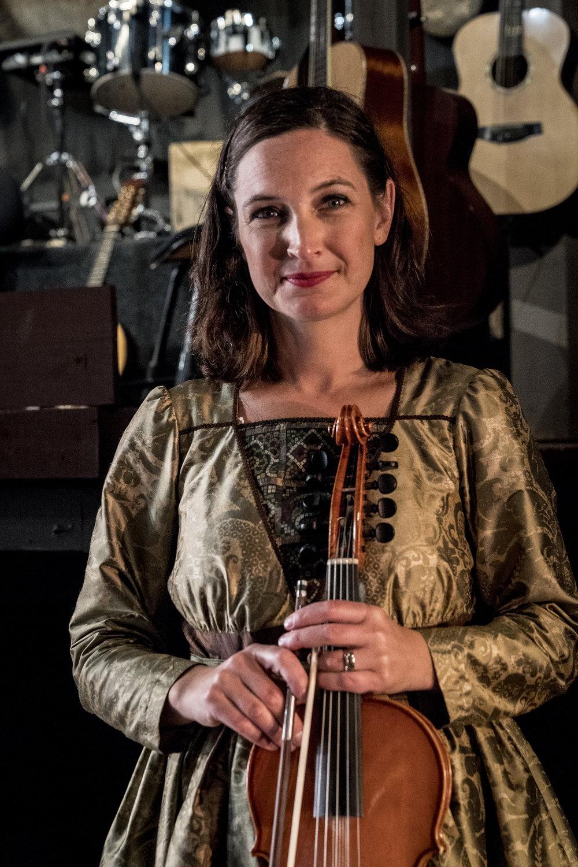 Sophia Stinnerom, musiker och kapellmästare, är mycket nöjd med Bose högtalarsystem.