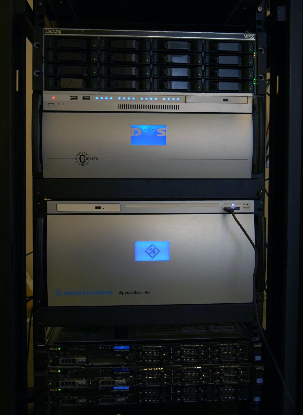 Thomas använder sig av hård- och mjukvara från DVS Clipster för DCP och mastring. Systemet har fyra stycken egna kort för hantering av JPEG2000 och kryptering.