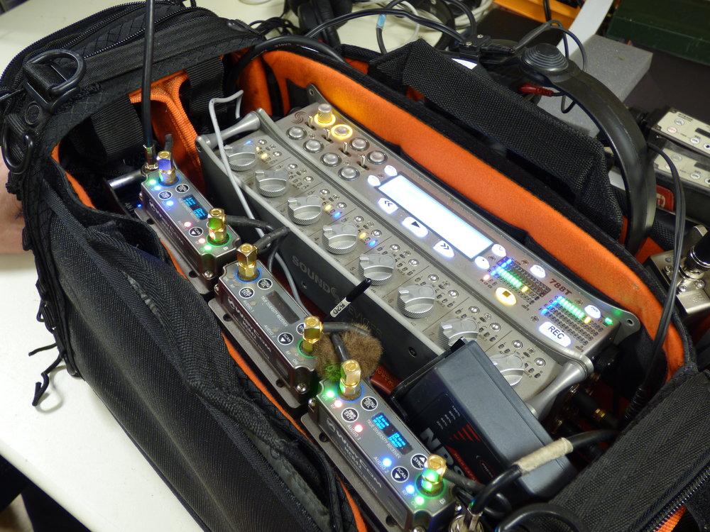 Sound Devices 788T är en favorit och Henric jobbar gärna med ett inspelningskit på magen, när det är möjligt. Dels för att han blir mer mobil och även kan köra en extrabom, om det skulle behövas.