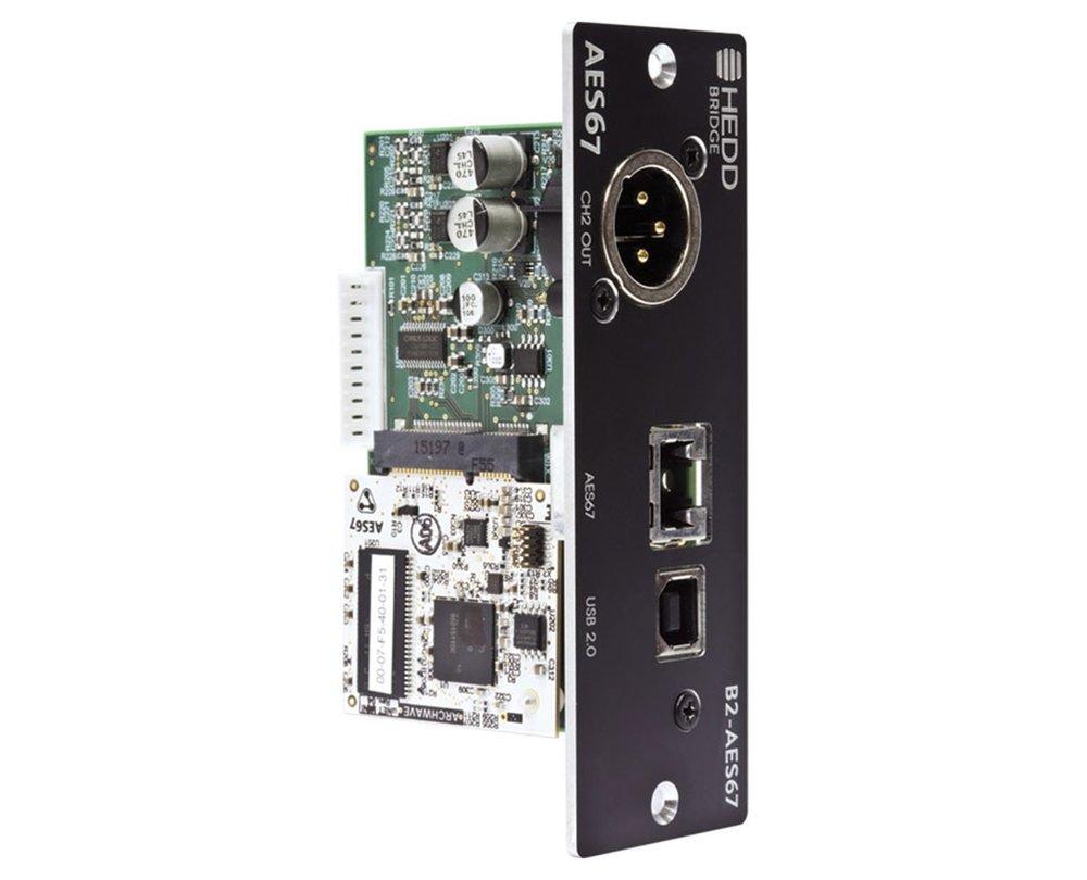 Ett flertal digitala instickskort finns till HEDD:s monitorer, för att användaren ska få möjlighet att välja vilka extra ingångar som behövs. Här ett kort för AES67 samt USB, med analog vidarematning.