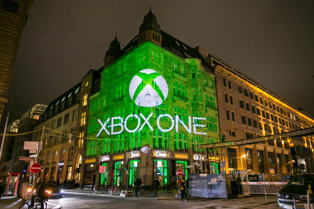 Ibland ska det gå riktigt snabbt. FIX8Group hade två veckor på sig att utföra LED-mappning och koordinera allt arbete så att den nya modellen av Xbox kunde lanseras med en ljusföreställning mitt i Berlin.