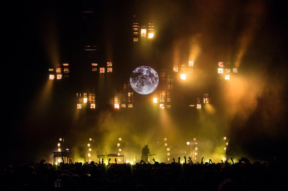De flesta ljusföreställningar är designade och spikade när ett band inleder en turné. Så var inte fallet med Nine Inch Nails turné 2014. Bandets ledare Trent Reznor bad FIX8Groups team att inte bara sköta det tekniska utan också att programmera in nytt innehåll allt eftersom turnén fortskred.