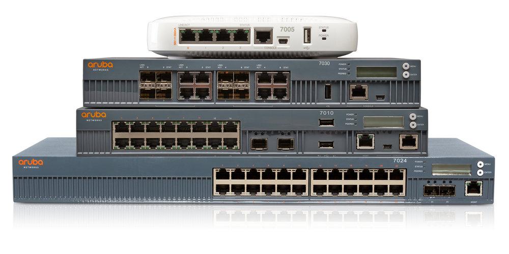 Den digitala arbetsplatsen. Aruba 7000-serien optimerar molnservice och säkerställer applikationerna och anpassar infrastrukturen i nätverket. Den kombinerar trådlös, trådburen och hybrid WAN-service, med support för upp till 24 Ethernetportar och 64 AP, med inbyggd brandvägg.