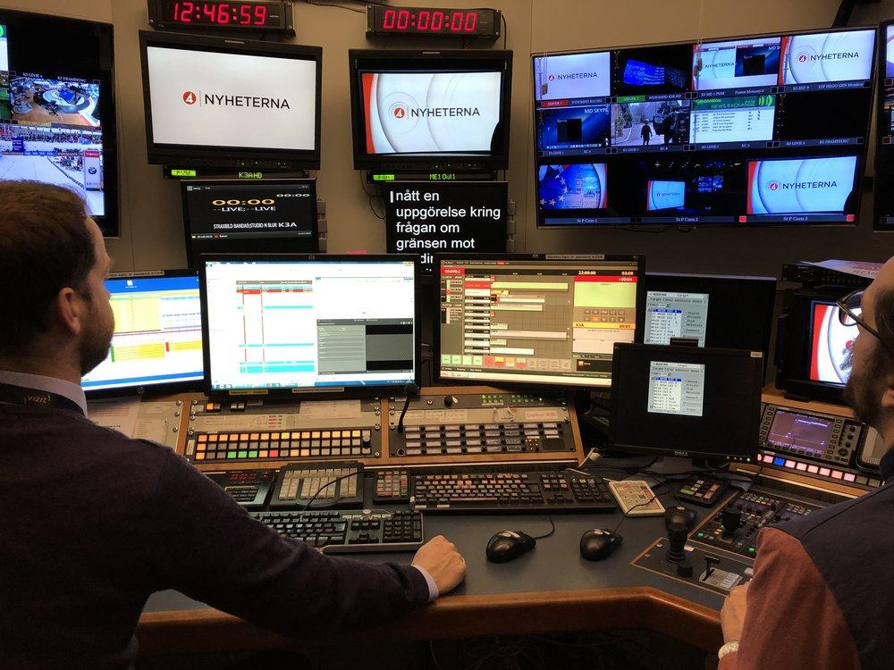 TV4 Live använder sig av grafik som ett effektivt och visuellt verktyg för att hjälpa till att berätta en historia och presentera fakta för tittarna på ett intuitivt och slagkraftigt sätt.