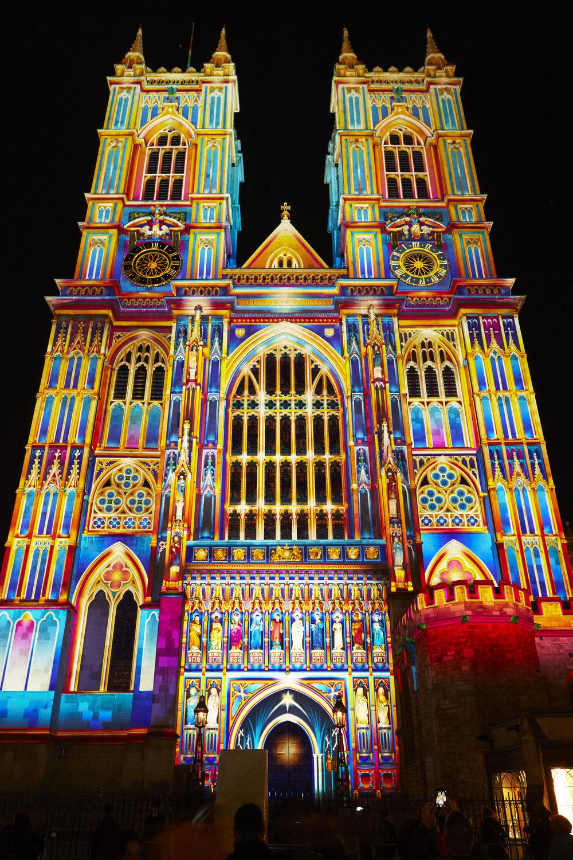 Patrice Warreners projicering av skiftande färger var exakt anpassade till detaljerna på fasaden.