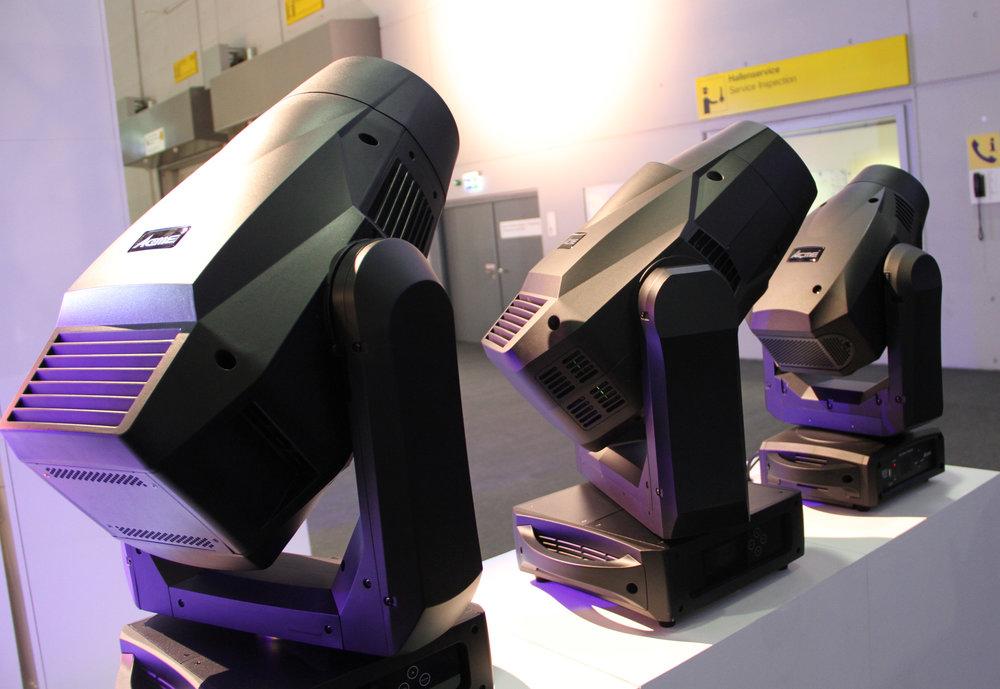 Ett axplock från Acmes XA- och XP-serie uppställda på rad.