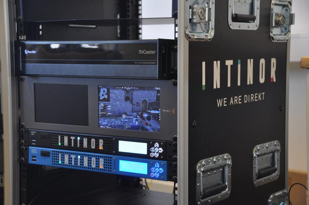 E-sport som direktsänds blir en större och större marknad för videoproduktion. Här syns Direkt-länk och Direkt-router.