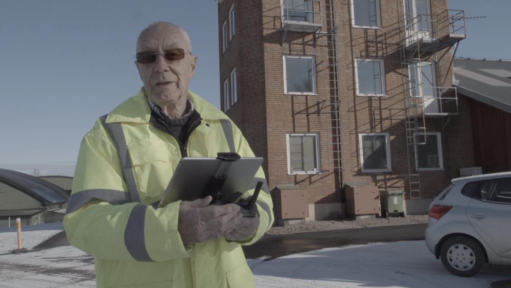 Det är aldrig för sent att börja utbilda sig, anser Björn 85 år och ser en ljus framtid efter utbildningen och tar med sig kunskaperna till sitt lilla byggbolag.