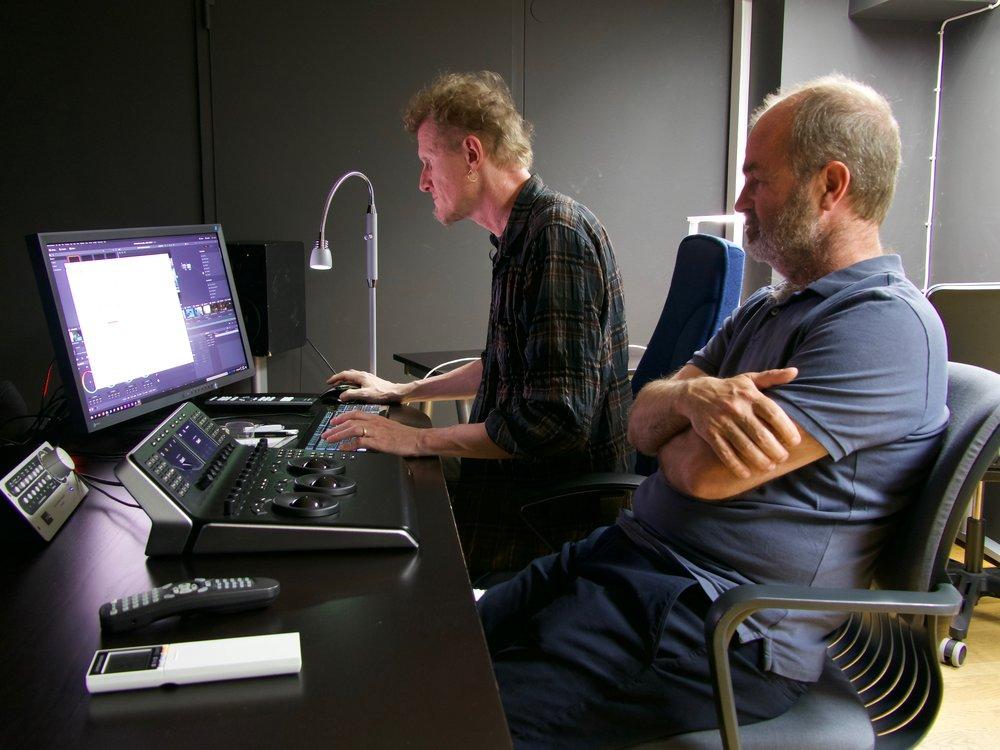 Christer Engström och Michael Sevholt jobbar tillsammans på en scen i företagets grading- och online-svit. Teamet jobbar även en del med kortfilmer och försöker stötta kommande filmskapare som går på Filmhögskolan.