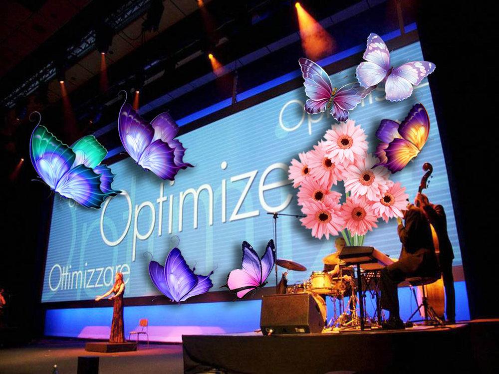 Displayerna kan användas till annat än reklam och information. Till exempel som här, där en videovägg ersatt dekor under en konsert.