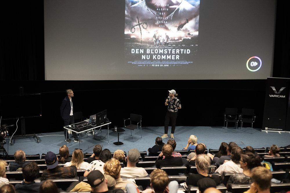 Coloristen Ola Bäccman och DoP Hannes Krantz i dialog om ljussättningen bakom Den blomstertid nu kommer under FSF-dagen 2018. En detaljstudie!