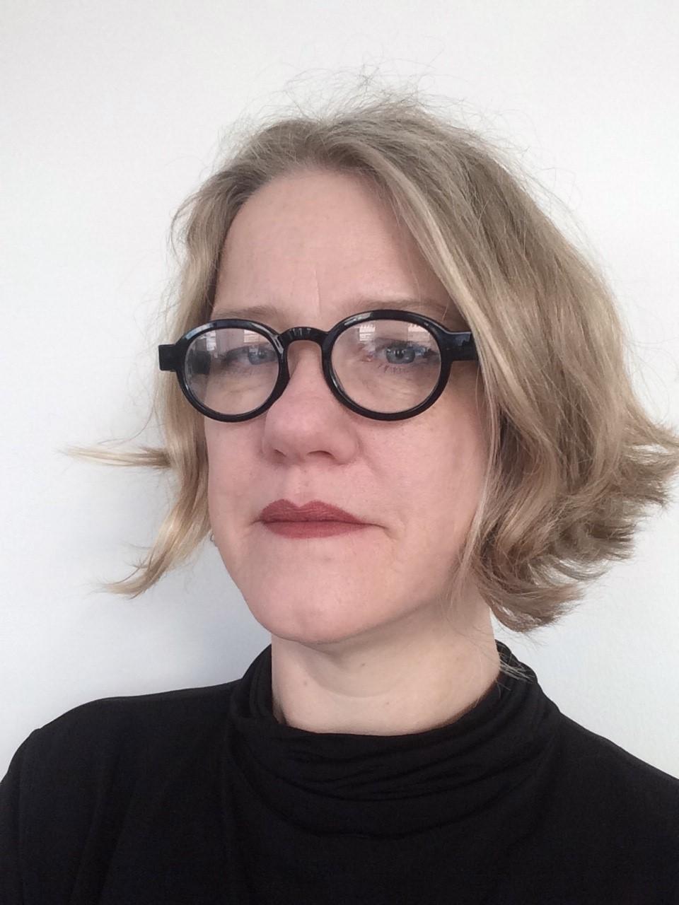 Anna Wemmert Clausen arbetar som frilansande ljusdesigner. Hon har arbetat i branschen sedan 1992 då hon fick sin examen i teaterteknik.