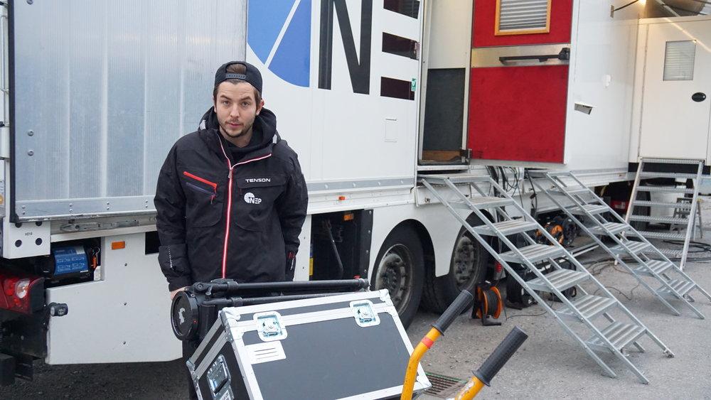 """Jesper """"Lill Mora"""" Eliasson var inställd på att bli kameraman redan när han började utbildningen 2012. I dag åker han land och rike runt för bland andra SHL, Svenska Hockeyligan."""