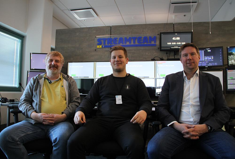 Vi tackar Broadcast Solutions projektledare Andreas Dyballa (t.v.), sändningsingenjör Petrus Palola (m) och globala försäljningschef Antti Laurila (t.h.) för rundturen.