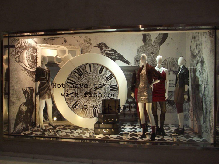 Il-Shin-Alice-in-Wonderland-windows-Sao-Paulo.jpg