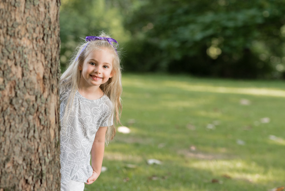 fischer park montgomery county photographer girl behind tree