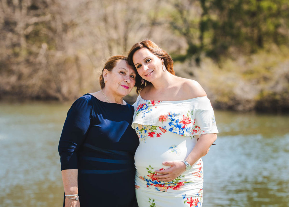 mom and daughter blue bell maternity photographer