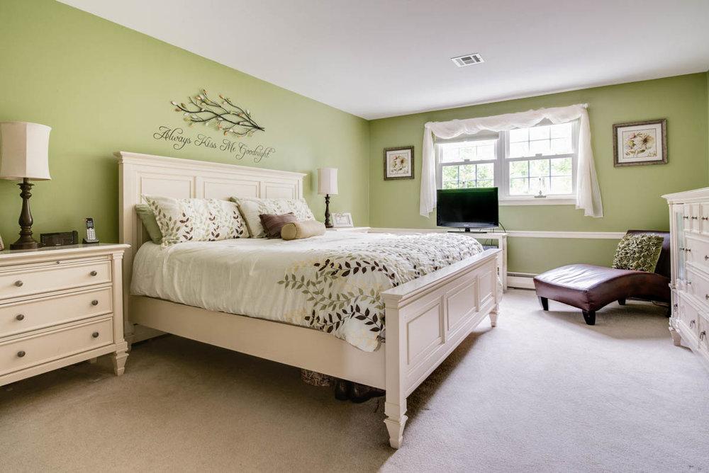 worcester real estate master bedroom