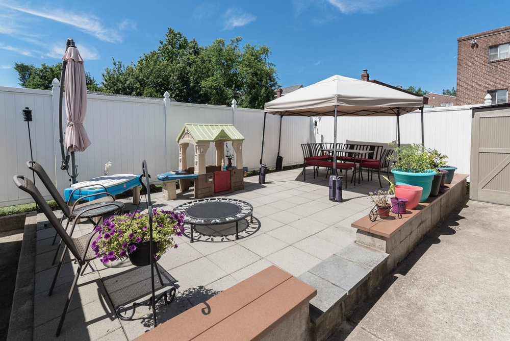 Philadelphia new listing | real estate photographer amazing backyard