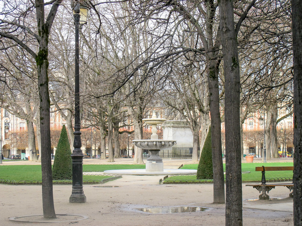 Paris-PlacedesVosges-1.jpg