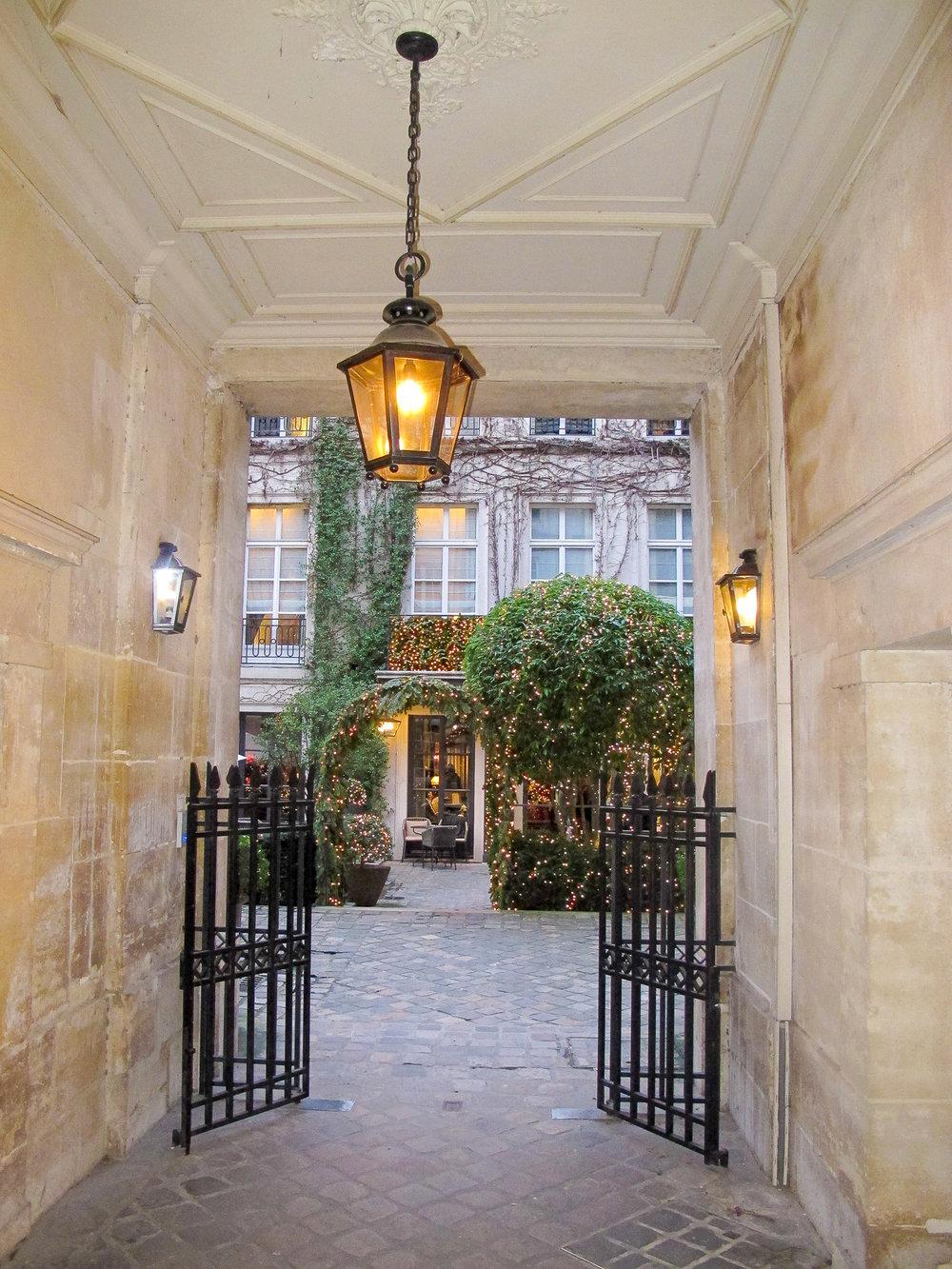 Paris-Corridor-1.jpg
