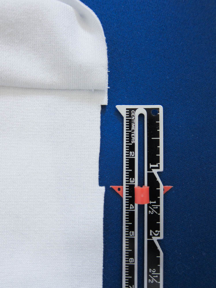 Learn how to create professional looking garments with our tutorial on how to finish stretch fabrics in the round. By Wearologie.com