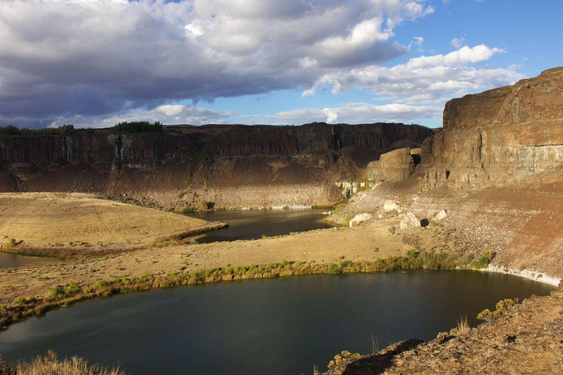 Fall backpacking trip at Ancient Lakes, Washington