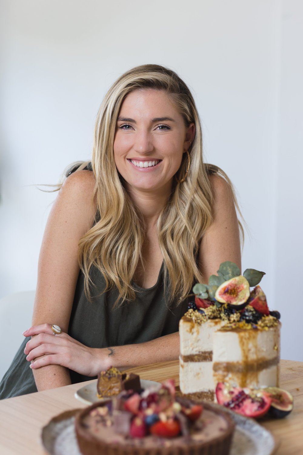 "The Kindness Echoes / Organic+ Vegan Desserts - Georgia Irwin has always been a creator, but after watching a pro-vegan documentary, she found a new art form in creating vegan treats that do good by our bodies and the environment.Here, she talks about her mission for spreading kindness, how she's healed through building a business, and why you don't need to follow the ""quit your job and go for it"" type advice."