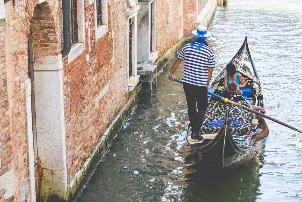 gondola-gondolier-venice-italy-picjumbo-com.jpg