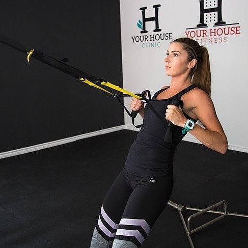Happy weekend. Get your TRX rows in to build your lats, rhomboids and strengthen your core and hand grip. #personaltrainer #personaltraining #fitness #fitnesstrainer #fitnessmotivation #personaltrainertoronto #kinesiology #kinesiologist #torontotrainers #fittoronto #strength #conditioning #downtown #lifestyle #exercise #living #bluejaysway #toronto #yourhousefitness #yourhouseclinic