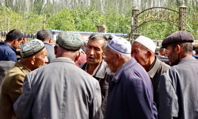 Qighur farmers in the livestock market -
