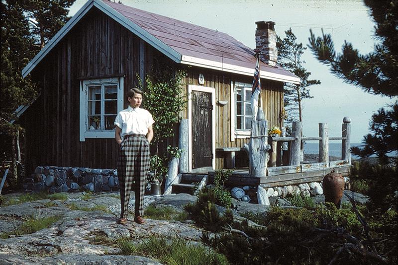Tove Jansson on Bredskär in 1950