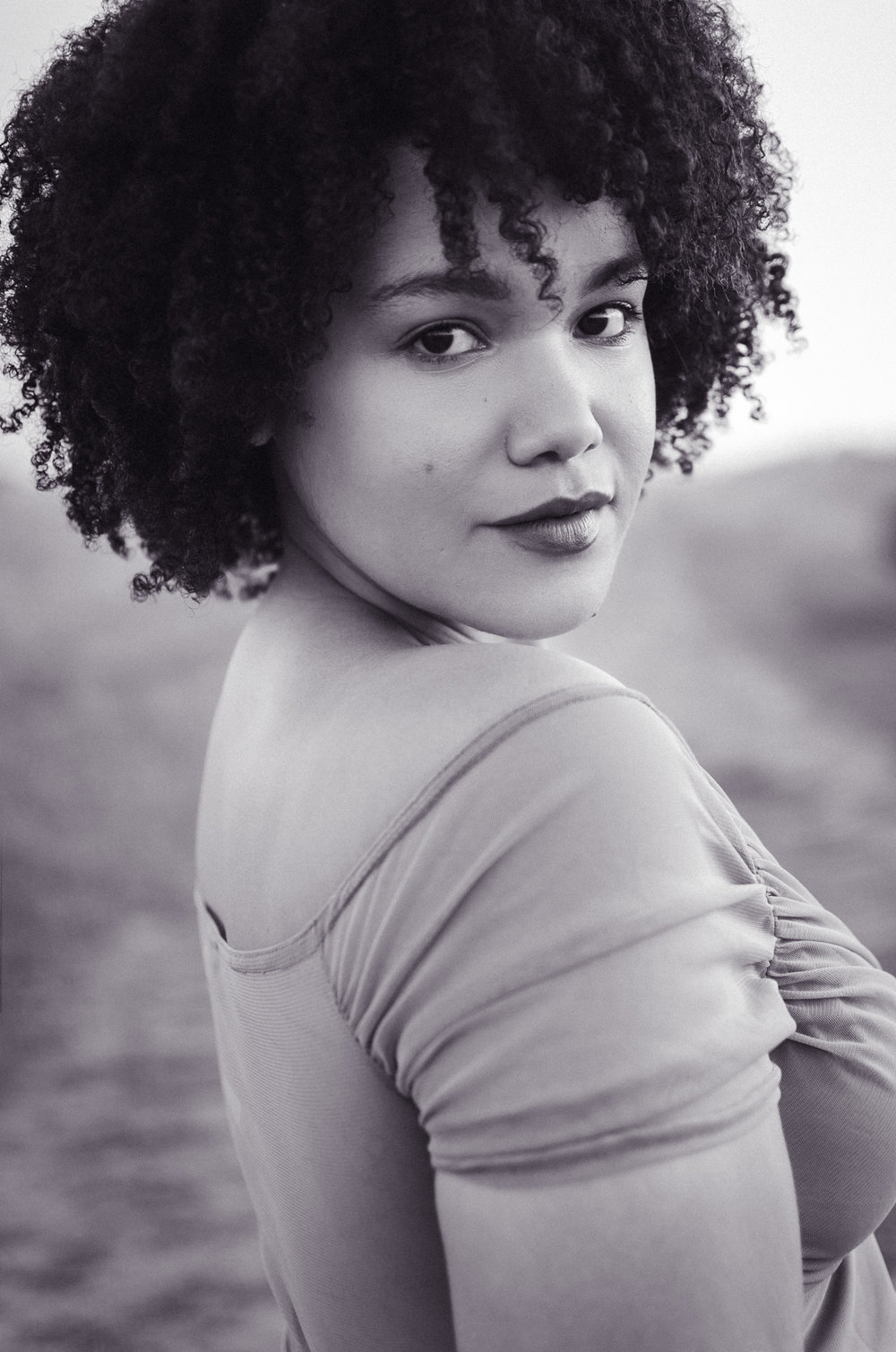 woman-portrait-keenya-natural-afro-mont-saint-michel