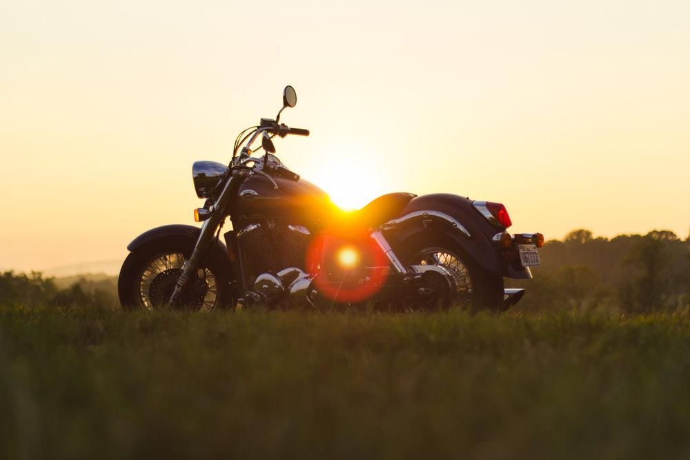 JUGUETES - Podemos asegurar su motocicleta, bote o cualquier auto clásico que tenga ya que estos requieren cubrimientos especiales, déjenos ayudarle.