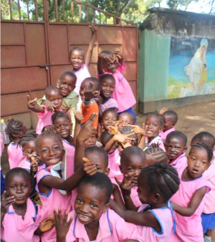 2014 - SIERRA LEONAMantenimiento Guarderia de MadinaAyuda a familias en cuarentena y a huérfanos por el Ebola.