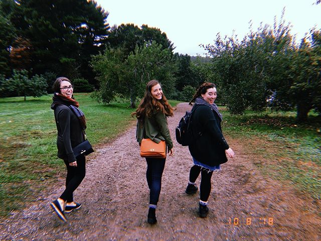 Had a weekend full of nature and food and friendship and it was the best 🌳🍎✨ #harvestmoonorchard