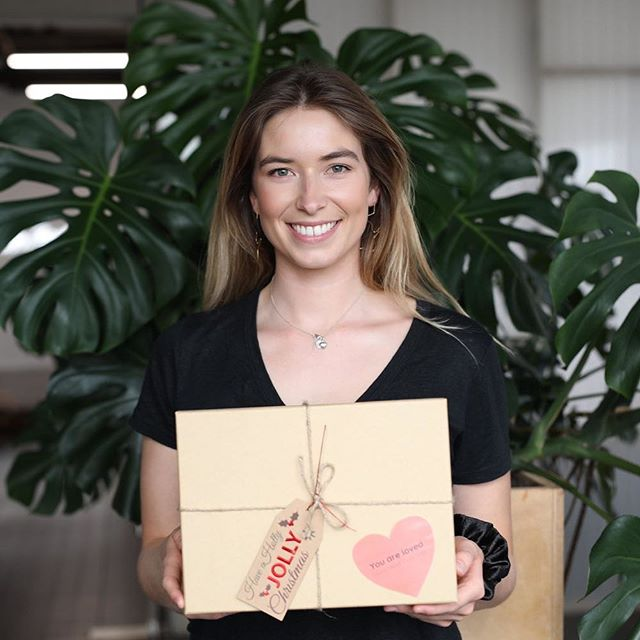 😻NEW Q&A time 😻 Jess from @christmasboxnz was kind enough to answer a few of my questions! Jess is a woman of many talents, she runs a financial literacy start up and recently launched Christmas Care Box, the campaign aims to donate 200 'You are Loved' boxes to bring love and joy to children across New Zealand who need it most. Jess provides a great inside look into running her own business after a career working for a range or large, established businesses. LINK IN BIO to hear more from lovely Jess 💕👩‍💻💃 #millennials #womeninbusiness #entrepreneur #socialenterprise #charity #auckland #newzealand #girlboss #startup #newwaysofworking #businessowner #ducksinarow #christmas