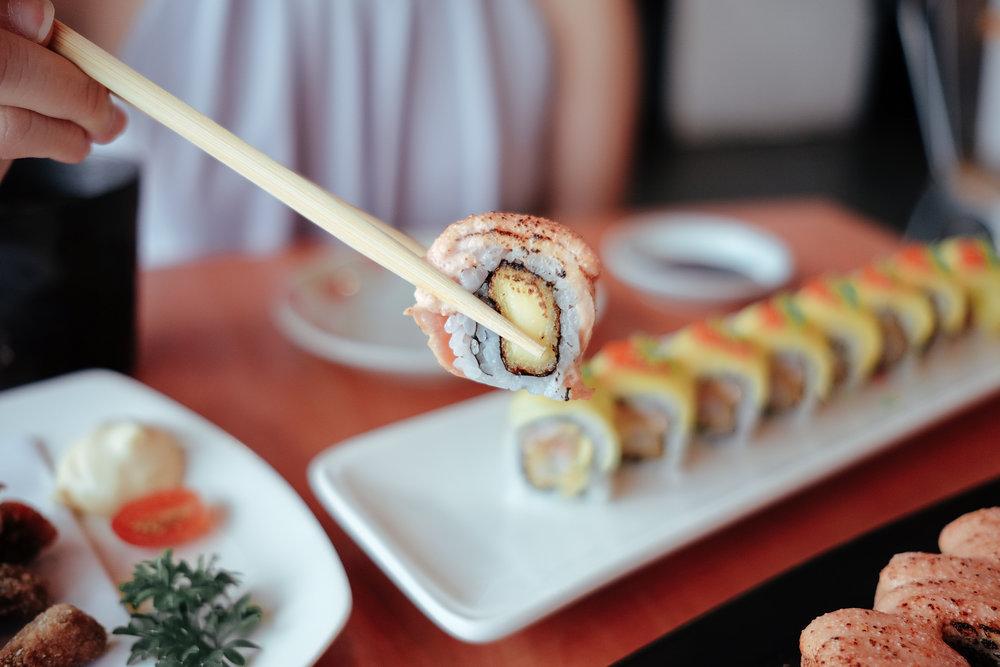standing-sushi-bar-2