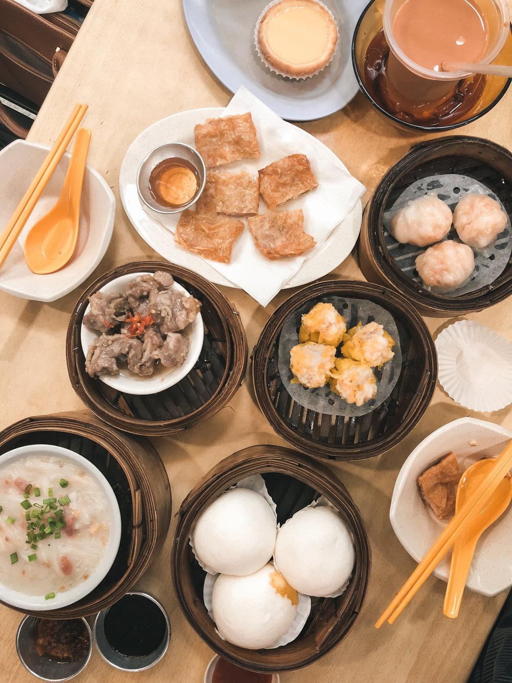 一个完美周末的开始,首先要先填饱肚子。 The start to a perfect weekend is a perfect meal.