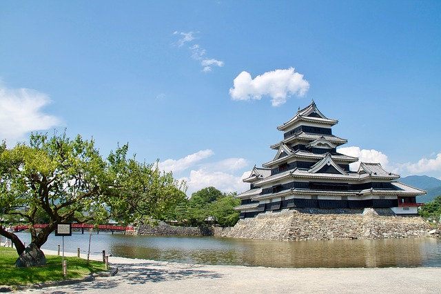 matsumoto-castle-2592033_640.jpg