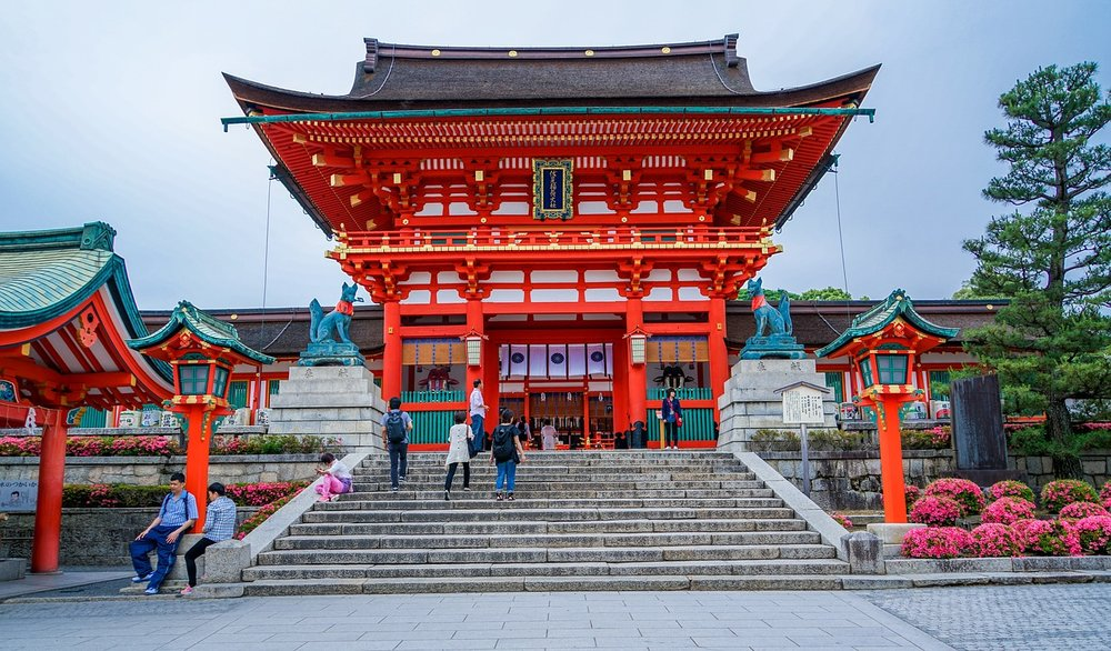 fushimi-inari-taisha-shrine-1612656_1280.jpg