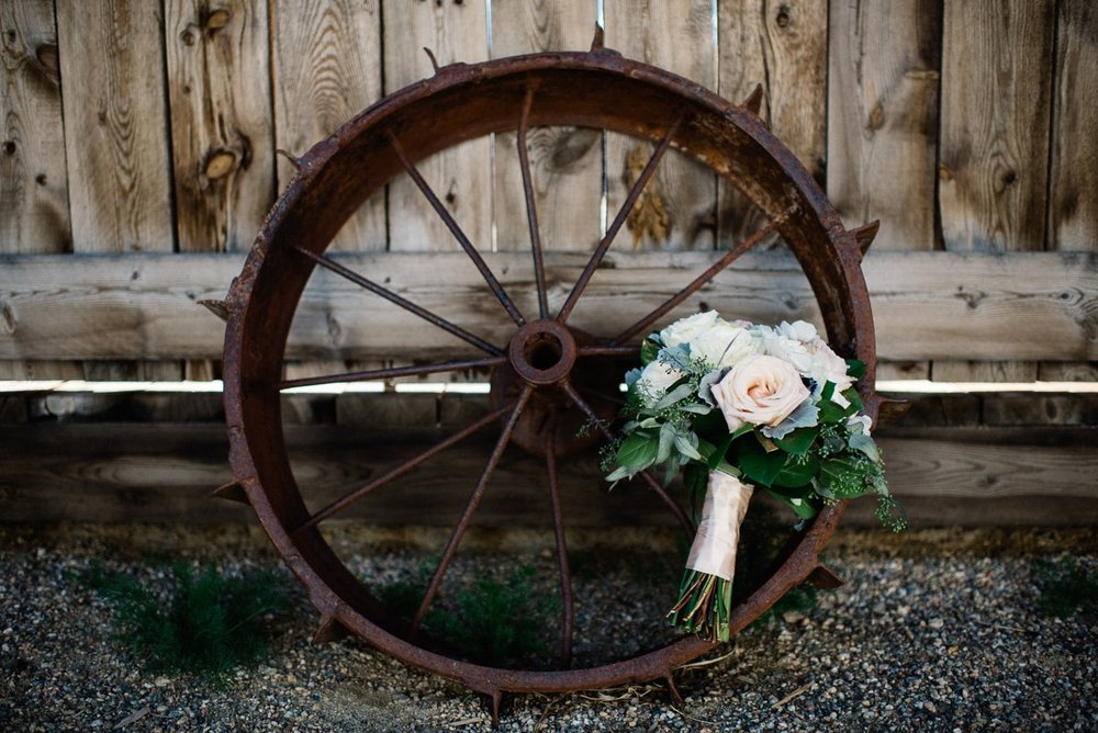 florals destination wedding photography at strawberry creek ranch in granby colorado