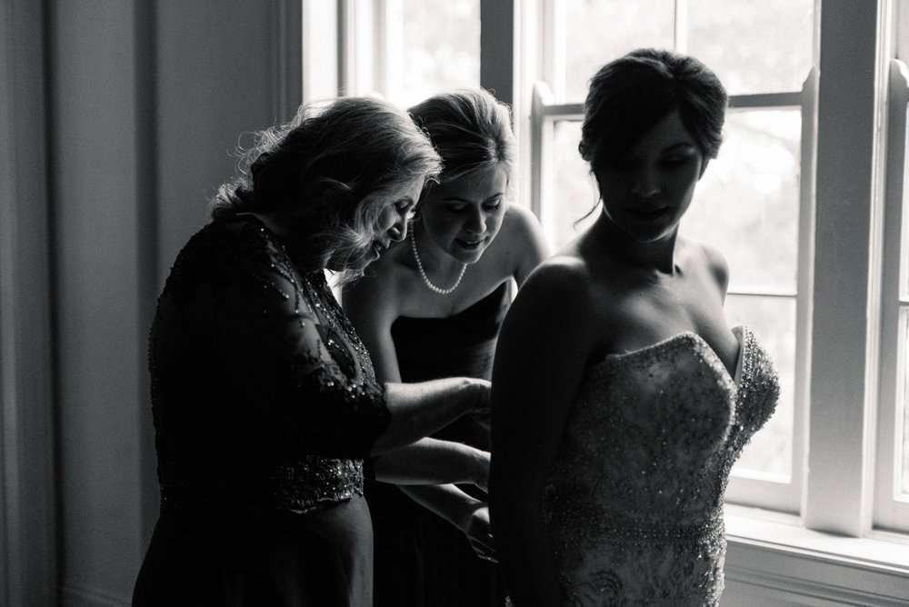 bridal getting ready at white house hotel. biloxi mississippi wedding photography