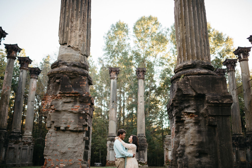 Engagement photography at Windsor Ruins near Port Gibson, Mississippi