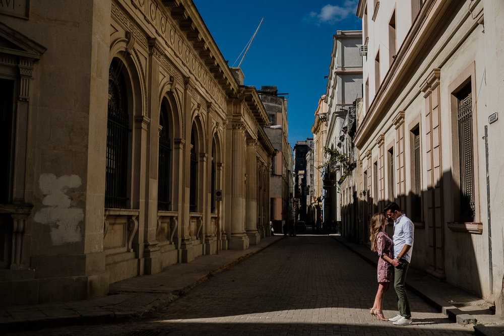 destination engagement photography in downtown havana, cuba