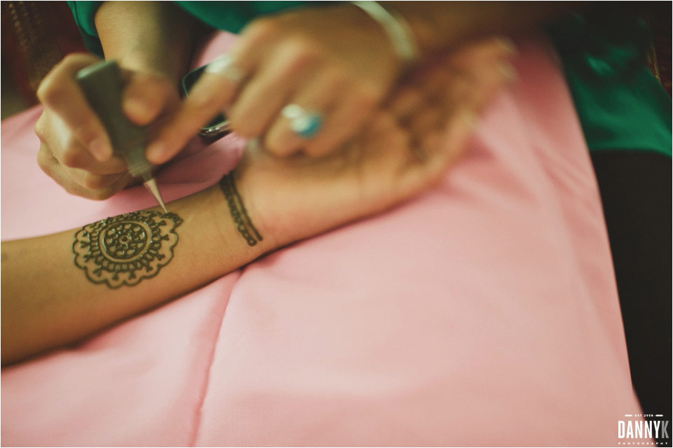 11_Hawaii_Indian_Destination_Wedding_Mehndi.jpg