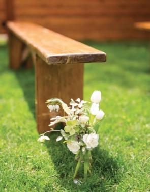1063    Banquettes en bois / Wooden Benches    6