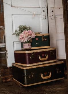 1055    Valise antique / Antique Suitcase    5