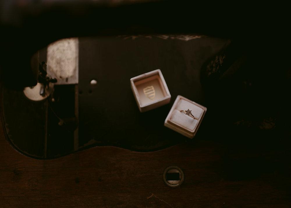 1183    Boite à bague en velour / Mrs Velvet Ring Box    1